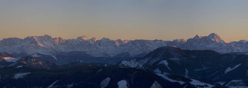 Die Julischen Alpen bei unter gehender Sonne