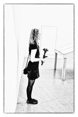 Die junge Frau mit der Papierblume - La jeune femme à la fleur au papier