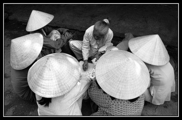 Die Karten lügen nicht! Bei Hue Vietnam