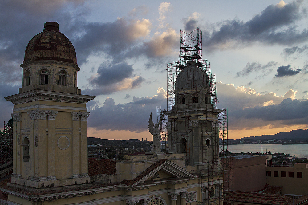 die Kathedrale von Santiago de Cuba vor Sonnenaufgang