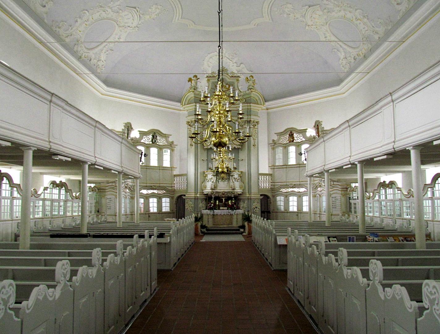 Die Kirche in Osten auf dem Weg zum Altar