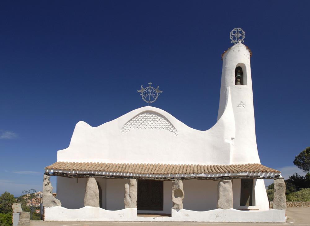 """Die Kirche """"Stella Maris"""" in Porto Cervo an der Costa Smeralda"""