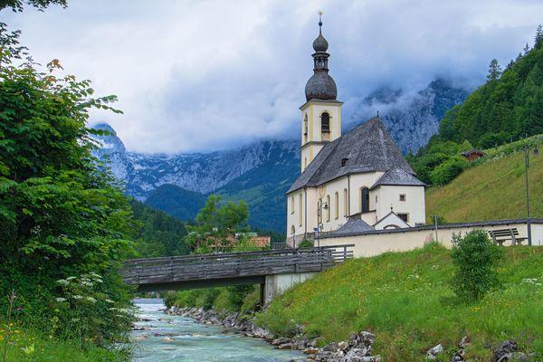 Die Kirche von Ramsau aus dem Malerwinkel