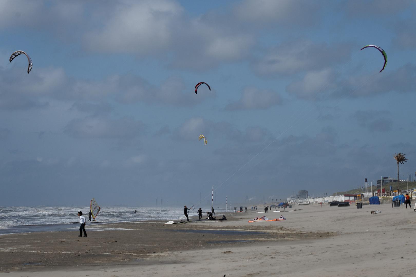 Die Kitesurfer von Zandvoort