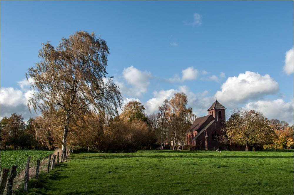 Die kleine Dorfkirche ...