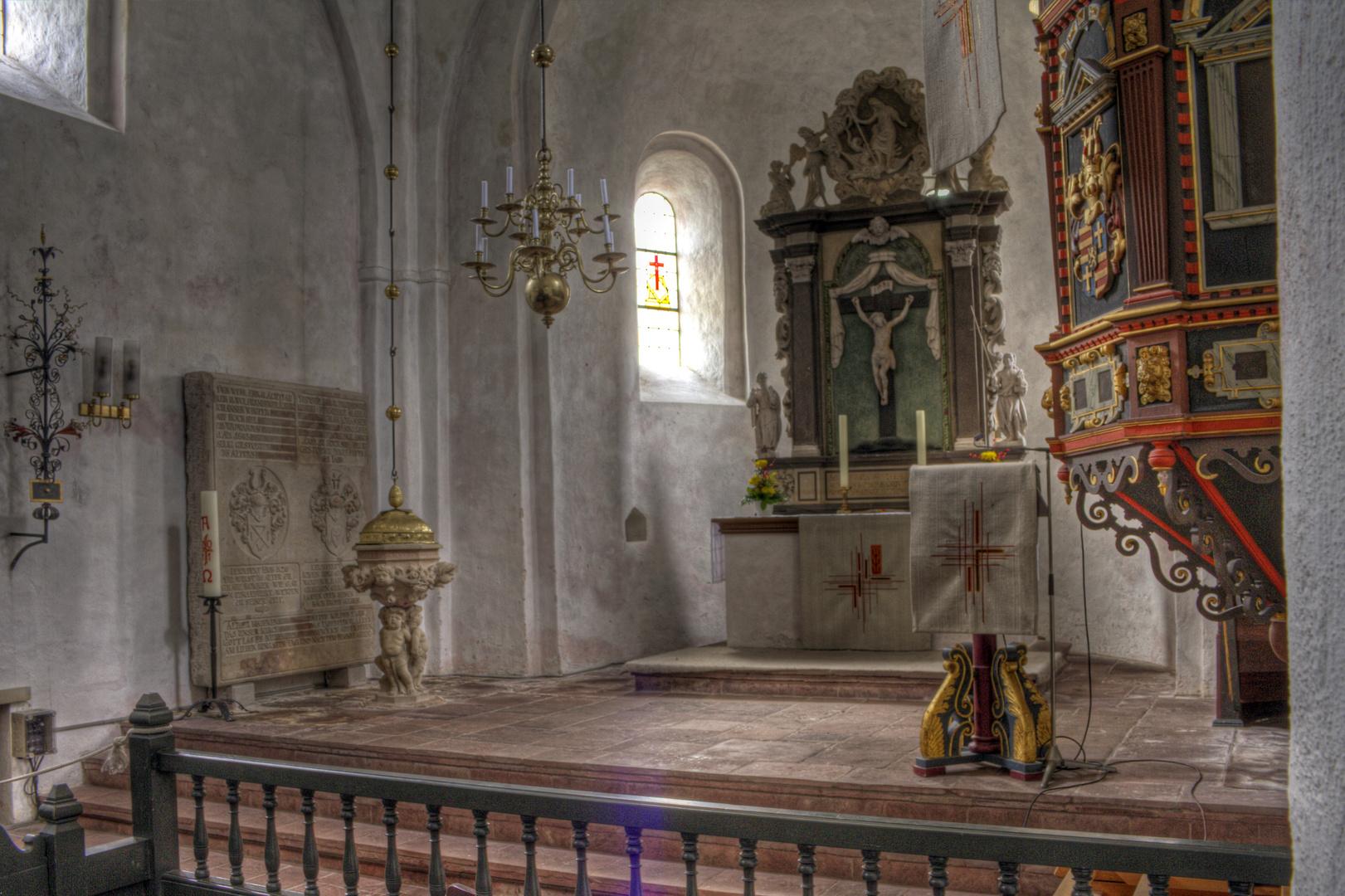 Die kleine Dorfkirche in Packens