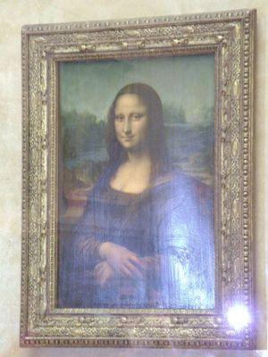 Die kleine Mona Lisa im riesigen Louvre