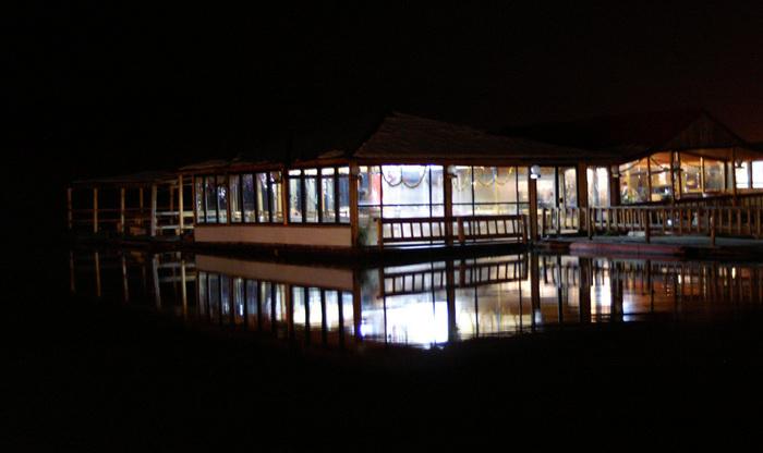 Die Kneipe im See :)