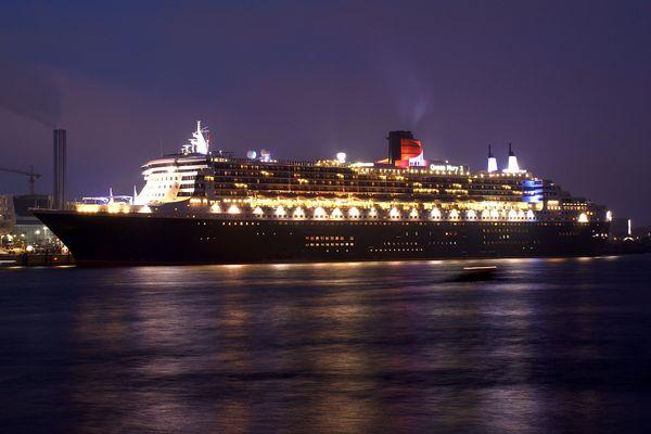 Die Königin der Meere... Queen Mary 2 in Hamburg
