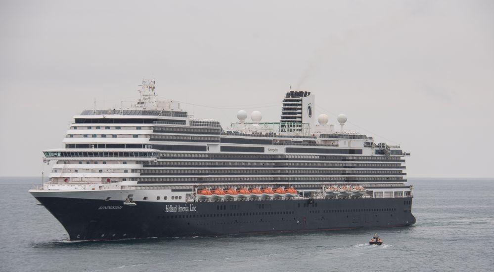 Die Konigsdam nimmt den Barcelona-Lotsen an Bord