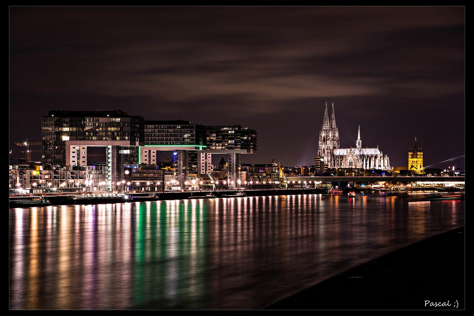Die Kranhäuser in Köln bei Nacht