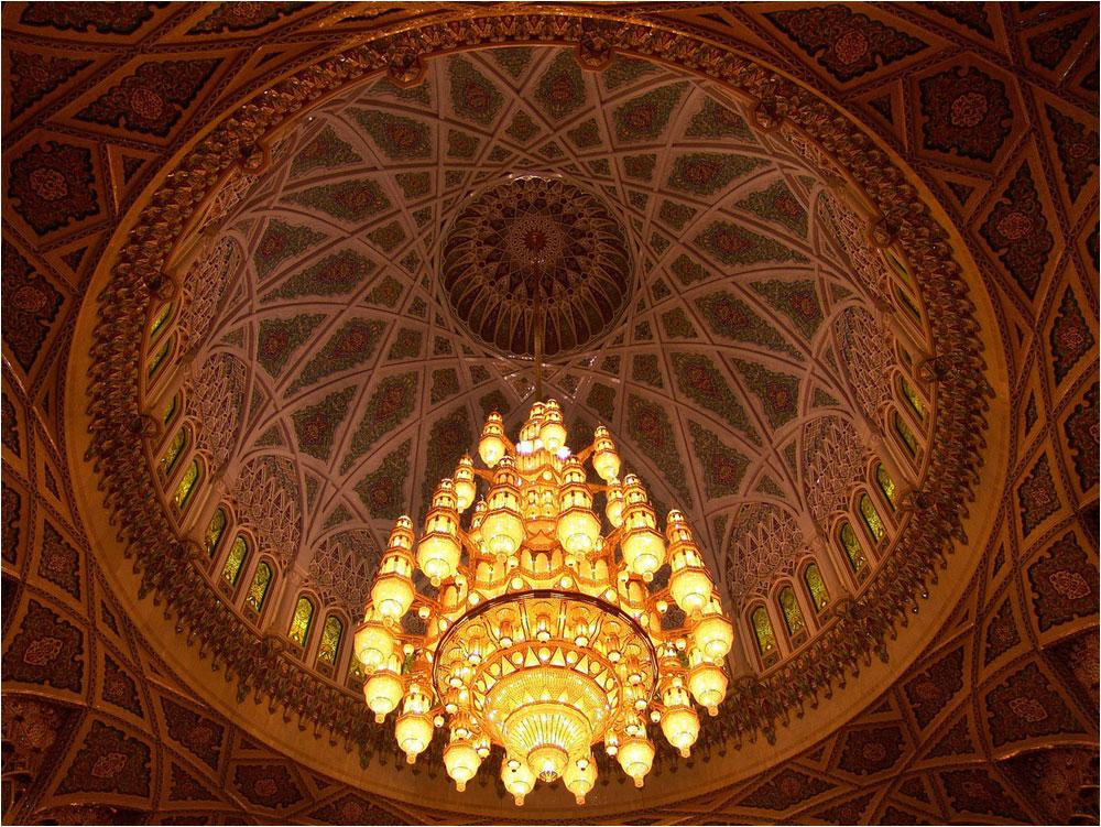 die Kuppel der Sultan Qabus Moschee