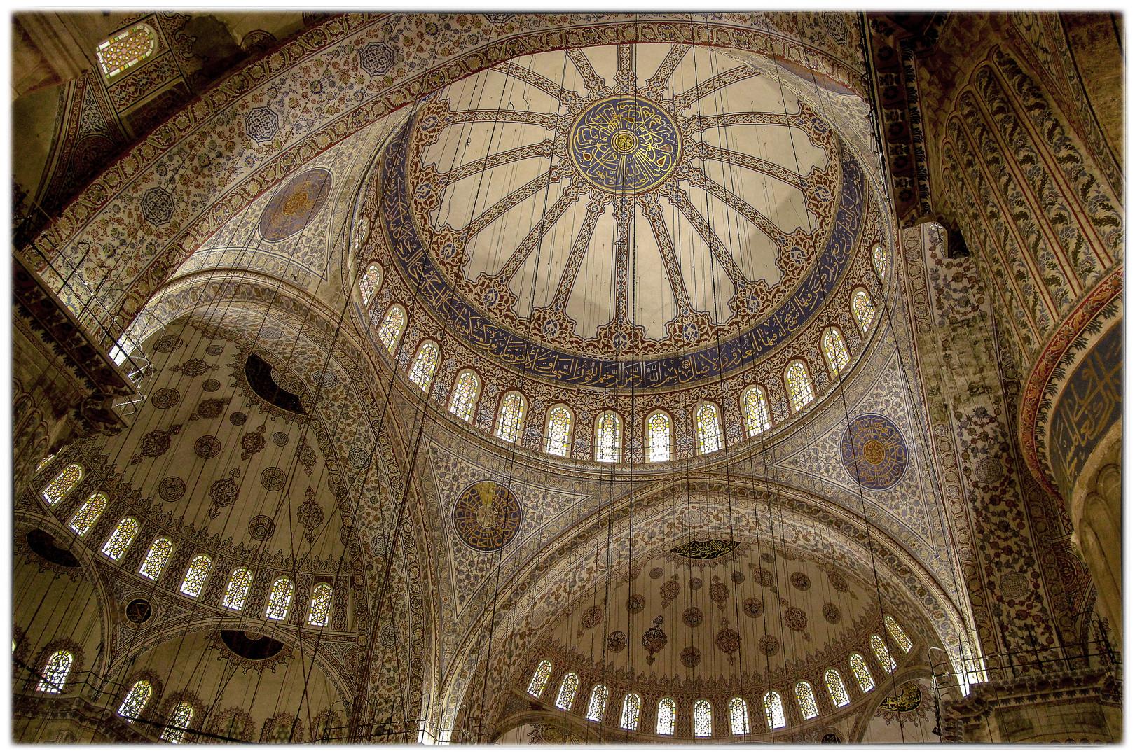 Die Kuppel in der Blauen Moschee-Istanbul