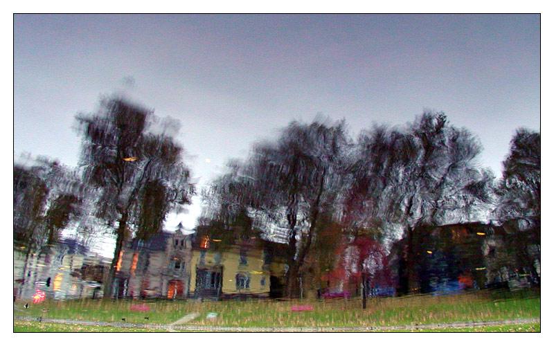 Die Kurfürstenstraße im Teich des Bochumer Stadtparks