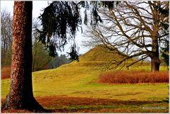 Die Landpyramide - nun ohne Ziergitter