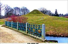 Die Landpyramide und die Ägyptische Brücke  ..
