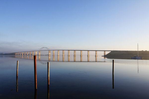 Die Langelandbrücke im Nebel