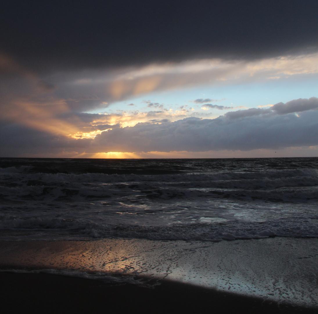 Die letzte Sonne nach einem regnerischen Tag