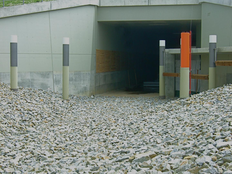 °°° Die letzten Bauarbeiten im Inneren des schiffbaren Tunnels °°°