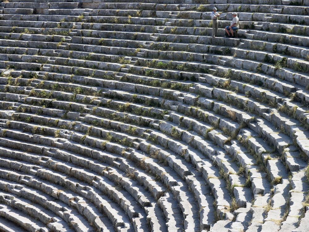 Die letzten Theatergäste hören noch das Gras wachsen