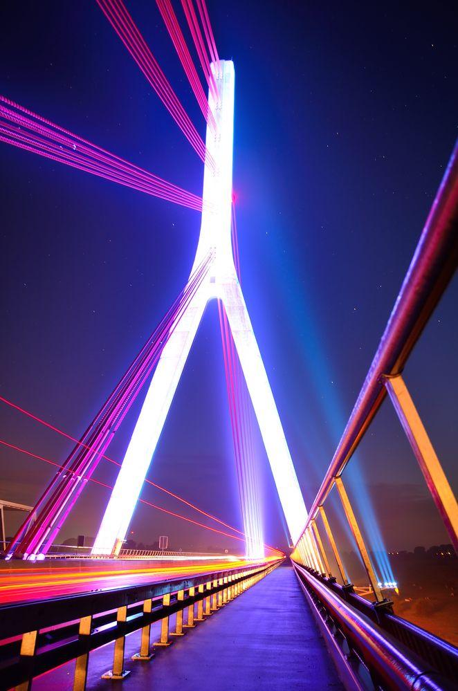 die leuchtene Brücke von GinaL