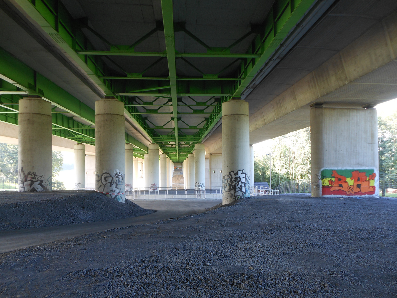 die liedbachtalbrücke von unten