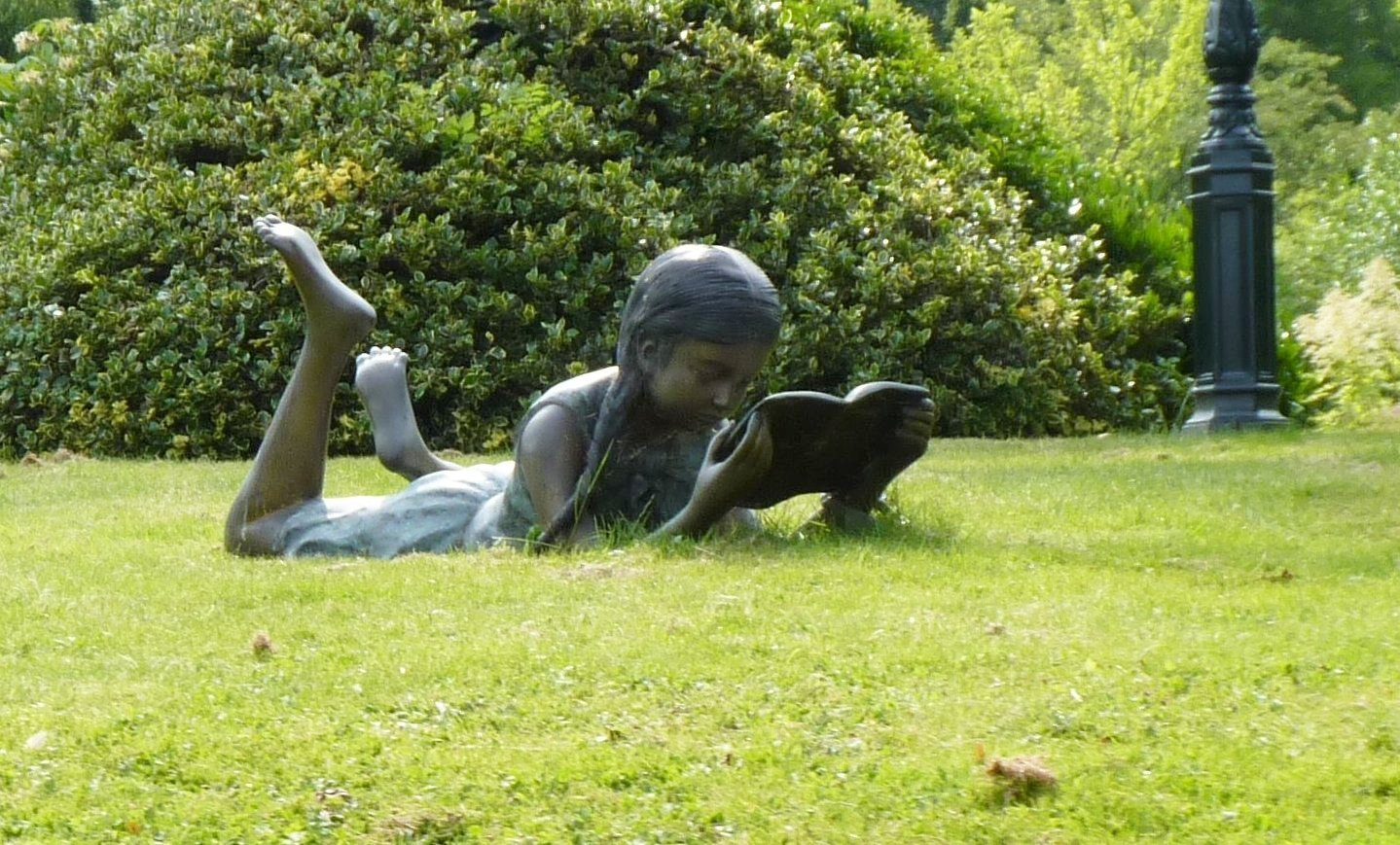 Die Liegende Lesende