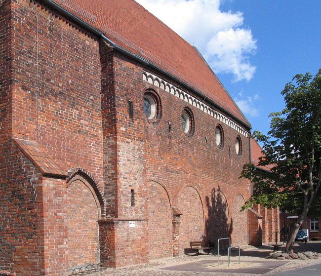 Die Lorenzkirche in Salzwedel  (1)