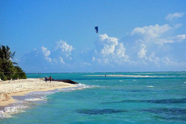 Die Malediven Insel Olhuveli im Süd Male Atoll / 01