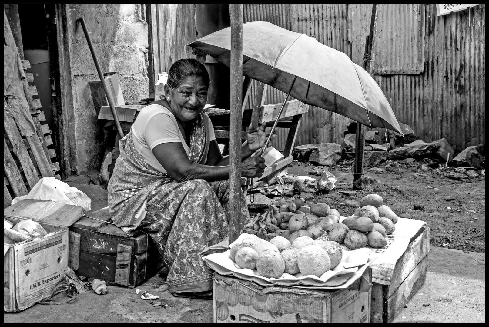 Die Mangoverkäuferin in Tangalle (Sri Lanka)