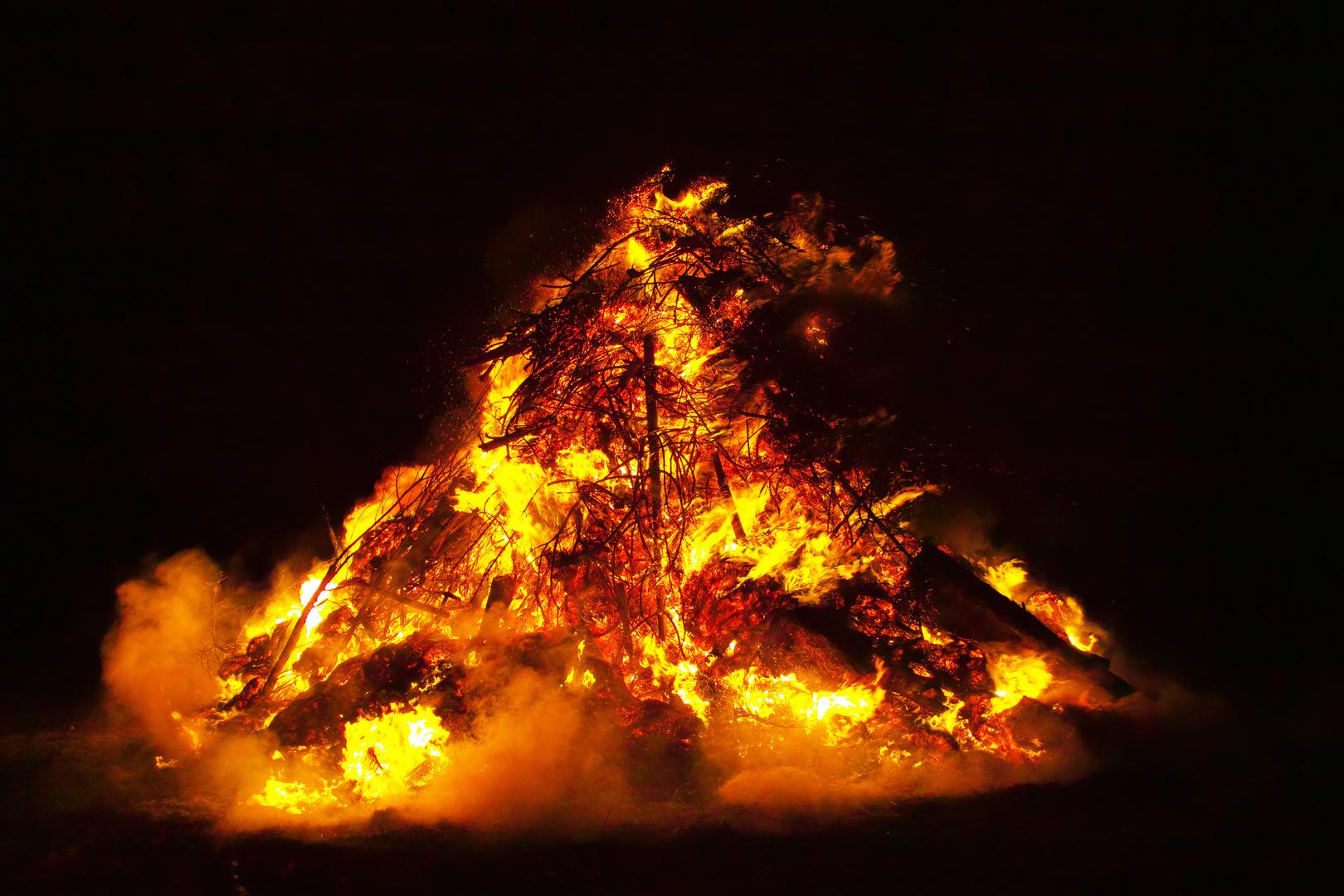 die Martinsfeuer brennen wieder