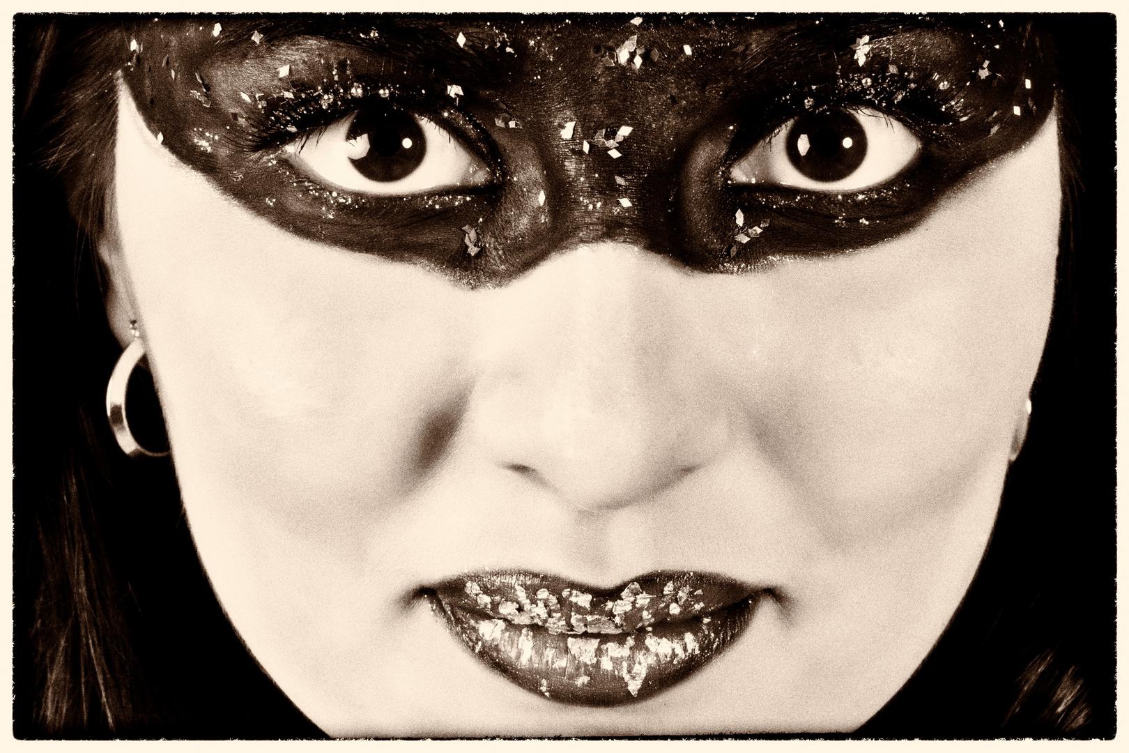die Maske sepia