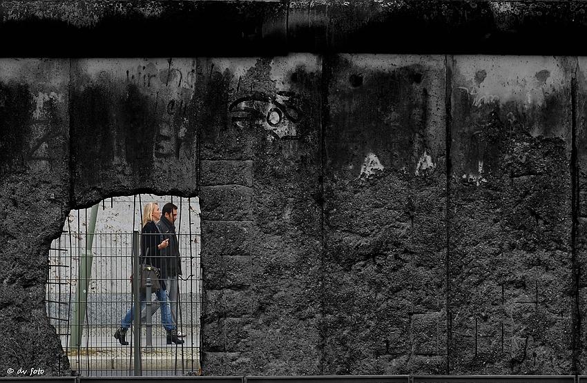 Die Mauer wird durchlässig