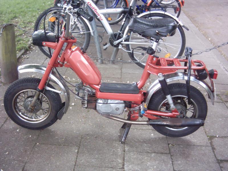 Die Mofa zwischen denn Fahrrädern!!
