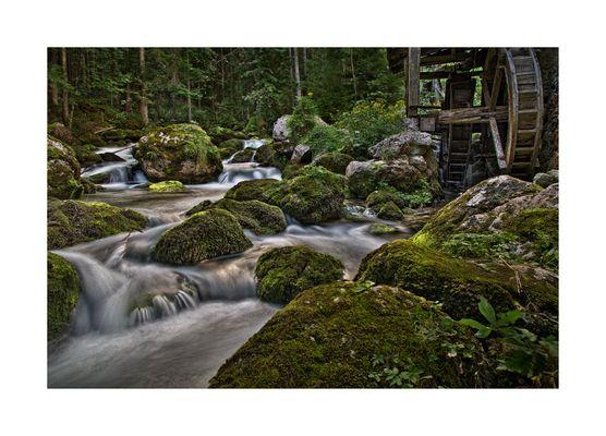 die Mühle am Wasserfall