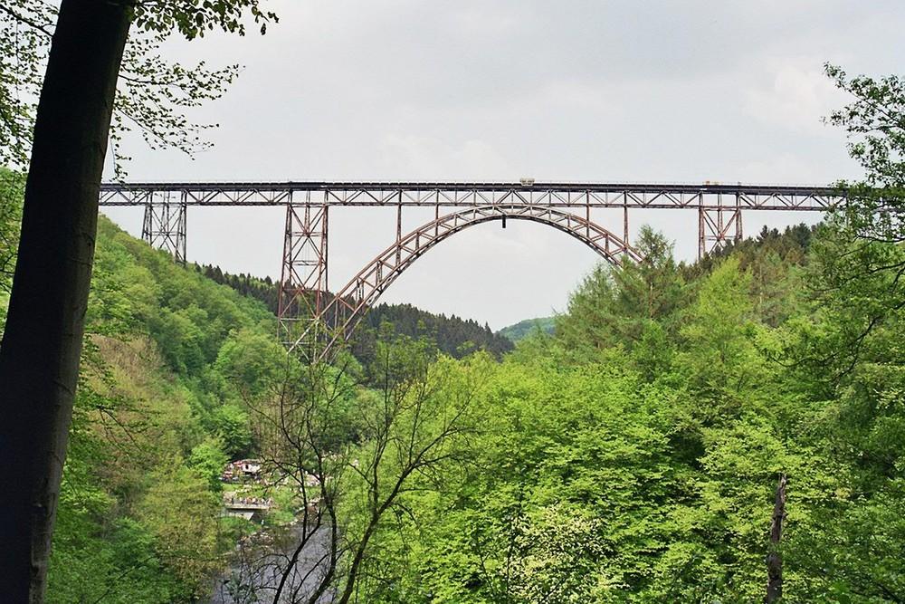 Die Müngstener Brücke vom Wald aus ...