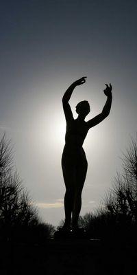 Die Muse mit der Sonne bekleidet.