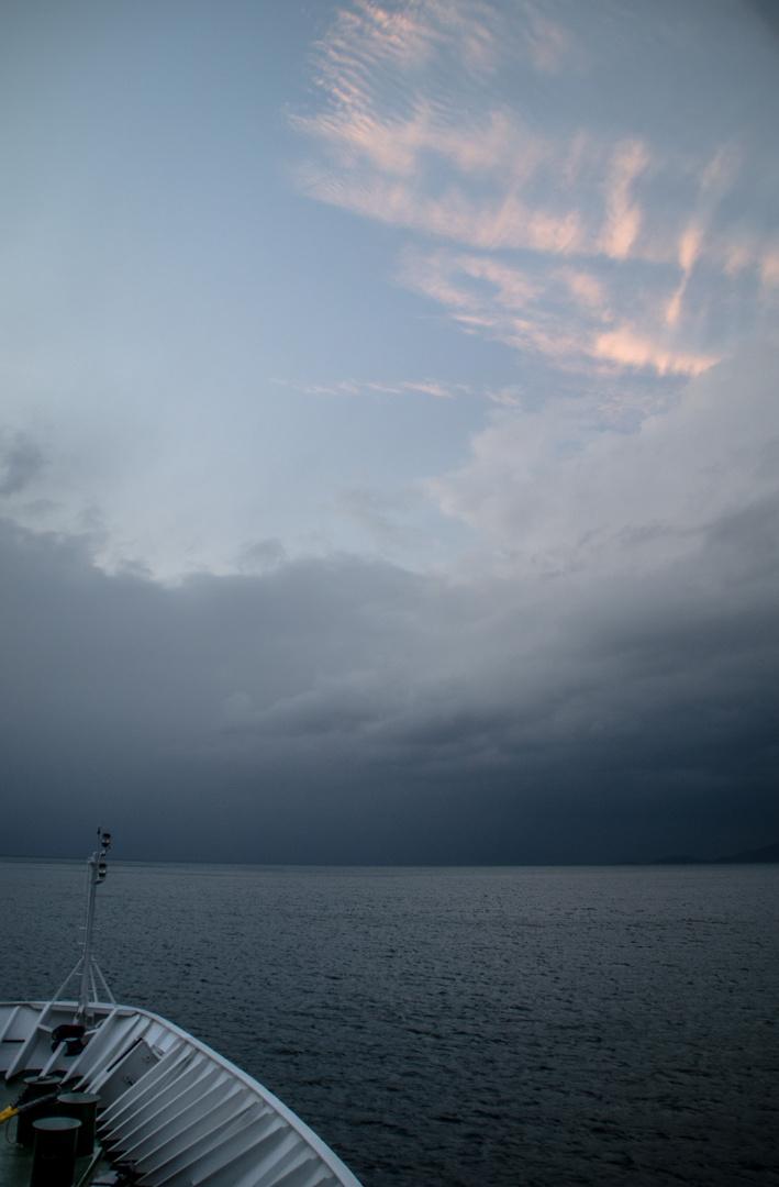 die Nacht bricht an auf einem Hurtigroutenschiff - Richtung Tromsö