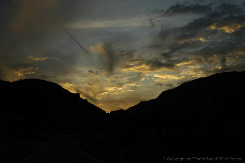 Die Nacht senkt sich über die Alpen, Österreich