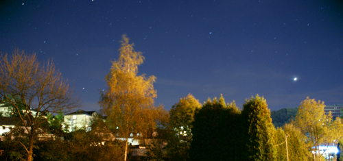 Die Nacht umgarnt uns