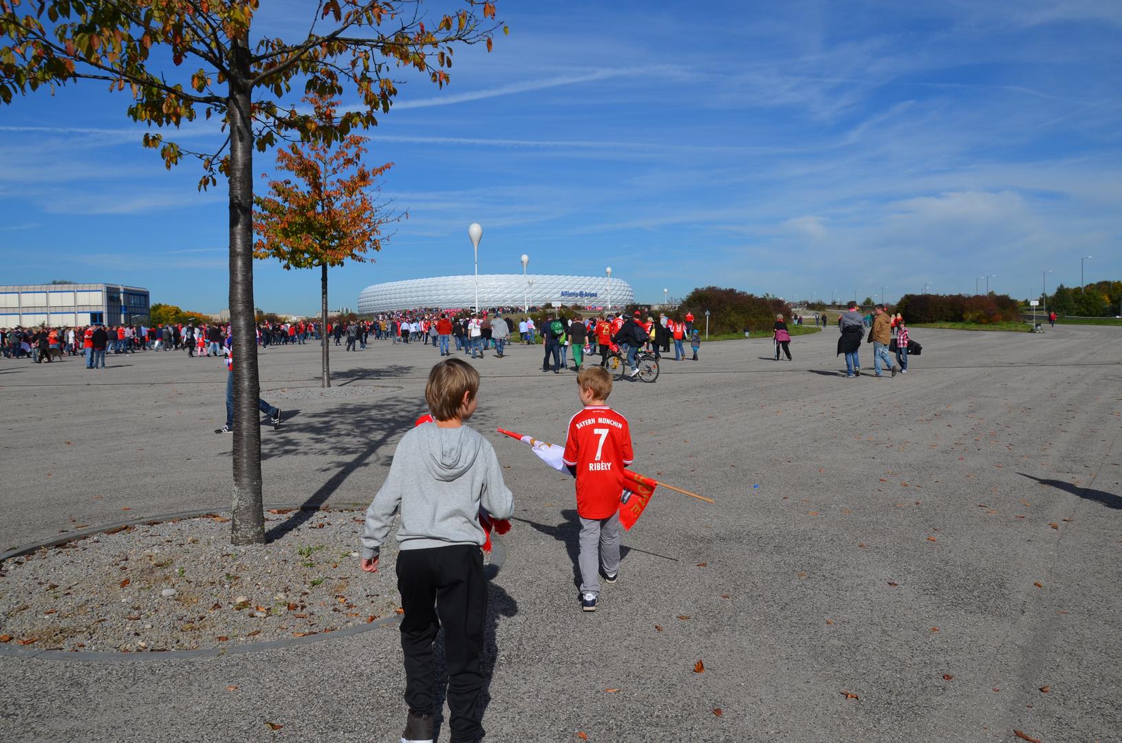 Die Nachwuchs-Fans strömen ins Stadion