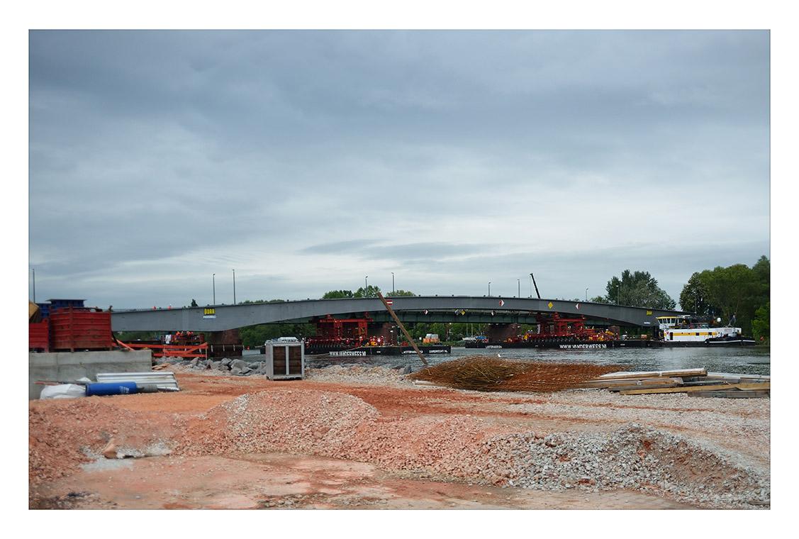 die neue Brücke über den Main - Offenbach-Fechenheim