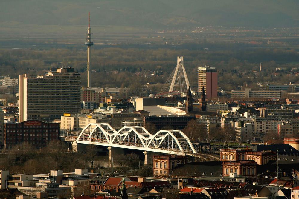 Die neue Eisenbahnbrücke...