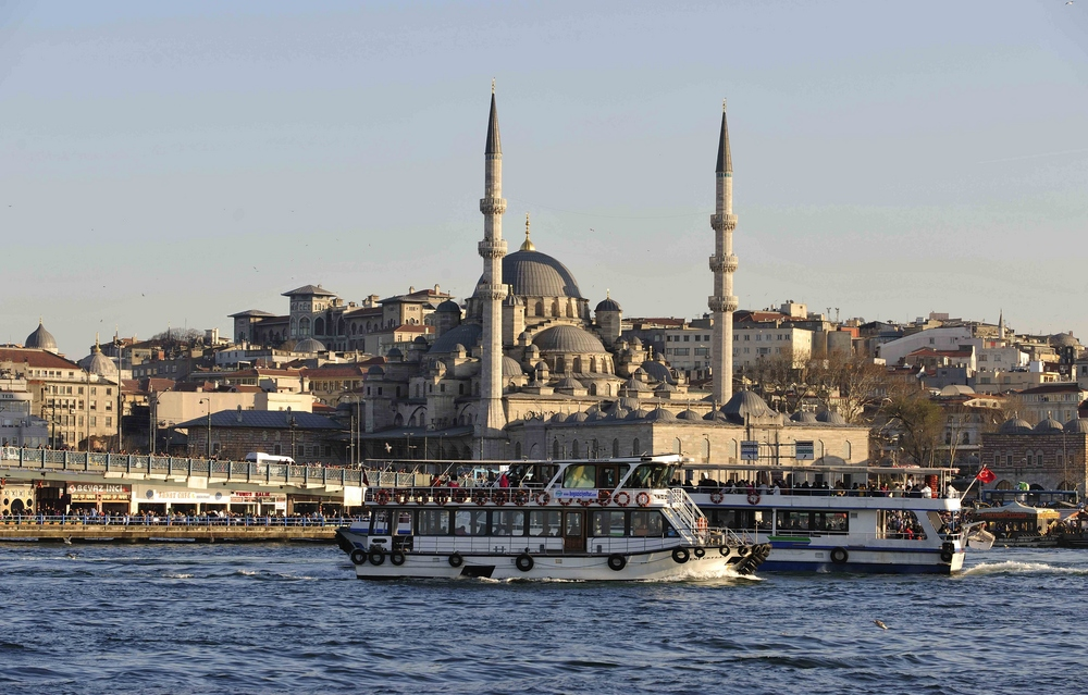 Die Neue Moschee steht in der Altsstadt gegenüber der Galata Brücke