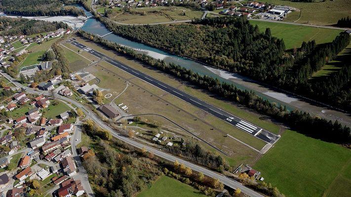 die Neue Piste - Flugplatz Höfen / Reutte - LOIR - Luftbild Hans Fasser - vom 31 10 2016