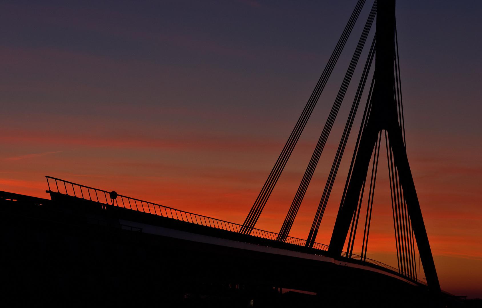 Die neue Rheinbrücke bei Wesel