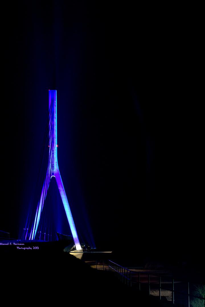 Die neue Rheinbrücke zu Wesel bei Nacht