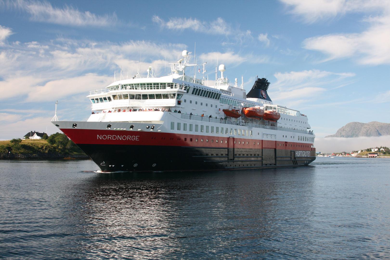 Die Nordnorge verlässt Brønnøysund