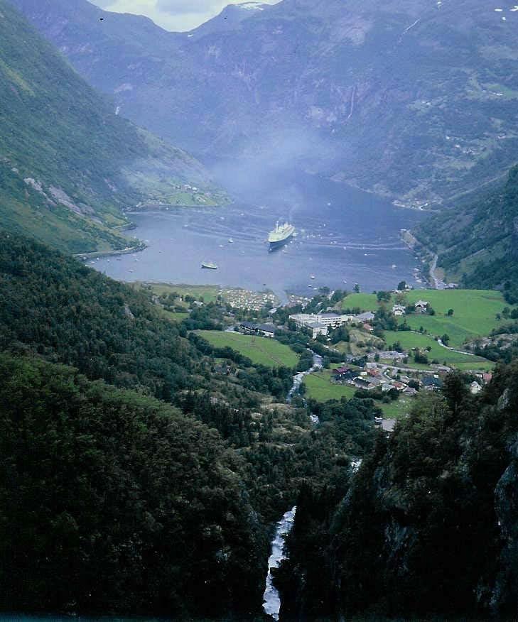 Die Norway, ex-France in Geiranger (1)