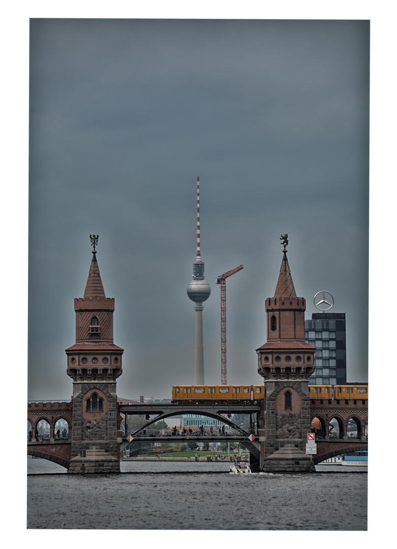 Die Oberbaumbrücke mit Fernsehturm